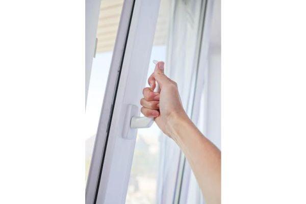 Szczelne okna – jak dobrze wietrzyć mieszkanie